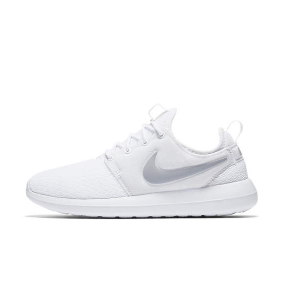 on sale 27689 0438a NEW NIKE Roshe Two White   Wolf Grey Size 8 RARE